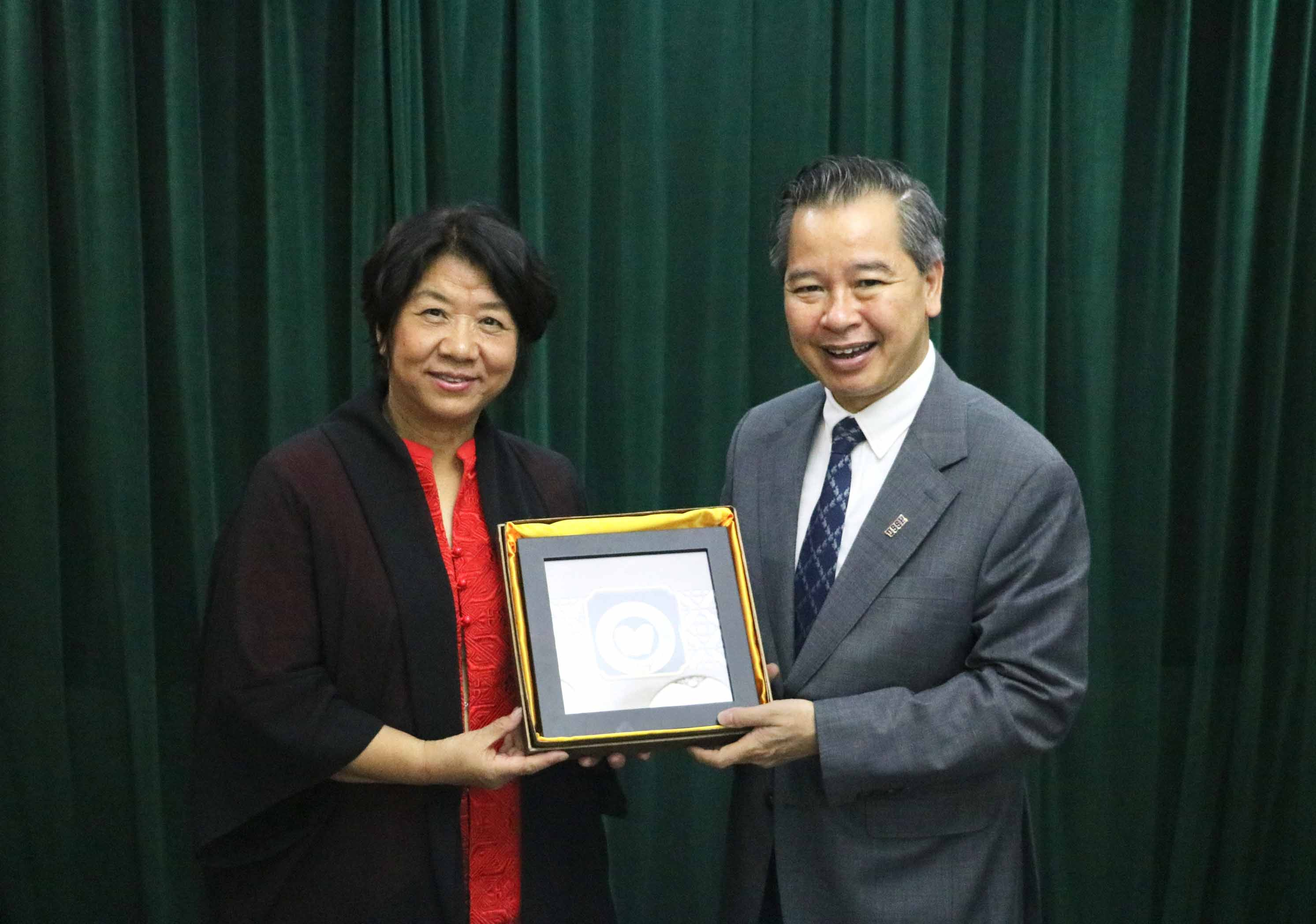 Vice Rector Kong Fanqing Led a Delegation to Visit the VNU